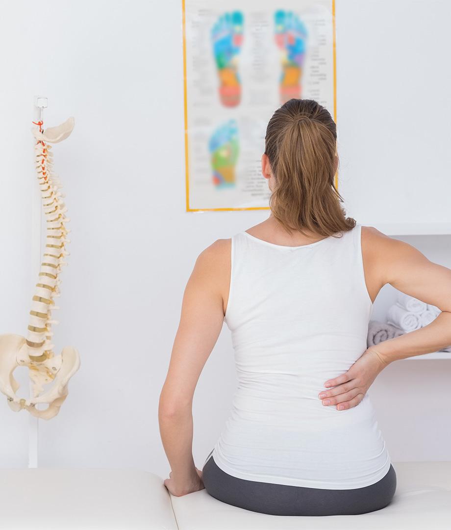 Schmerzen in der Wirbelsäule beseitigen mit chiropraktischer Behandlung   Volkher Albrecht